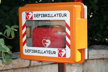 defibrillateur secourisme